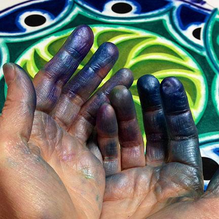 sten15-messy-hands